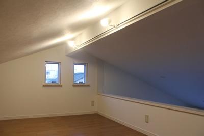 クロスの張り替え、床の貼り替えなども承っております。